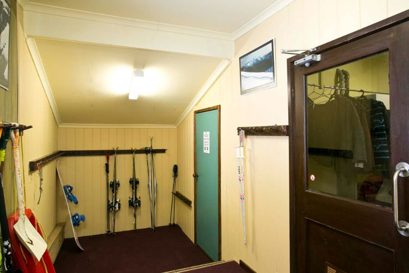 Karnulurra Ski Lodge Entry Ski Room
